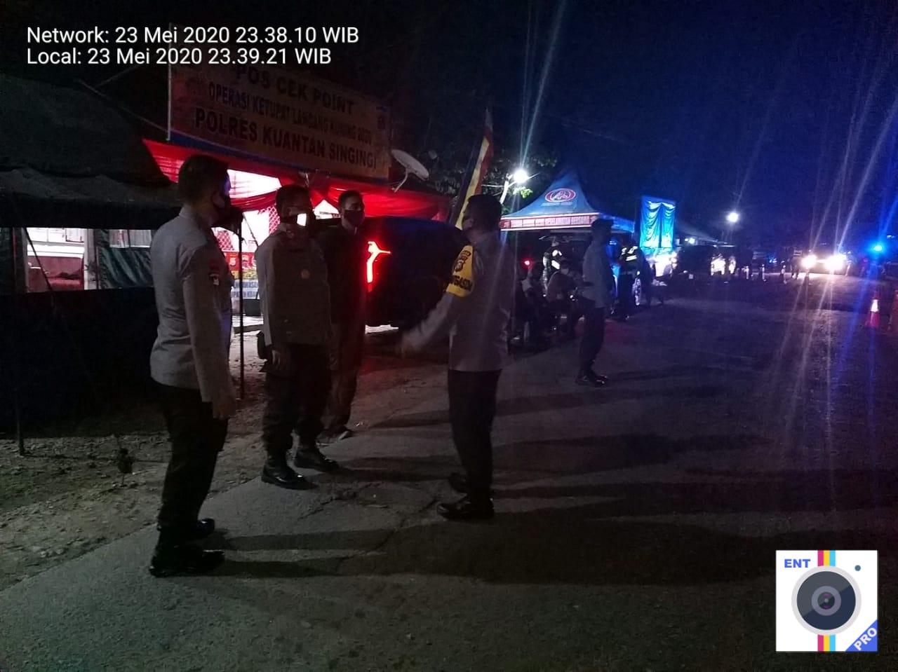 Polres Kuansing Perketat Perbatasan Riau-Sumbar Dalam Rangka Pembatasan Perjalanan Orang Menjelang Idul Fitri 1441 H Guna Mencegah Penyebaran Covid 19