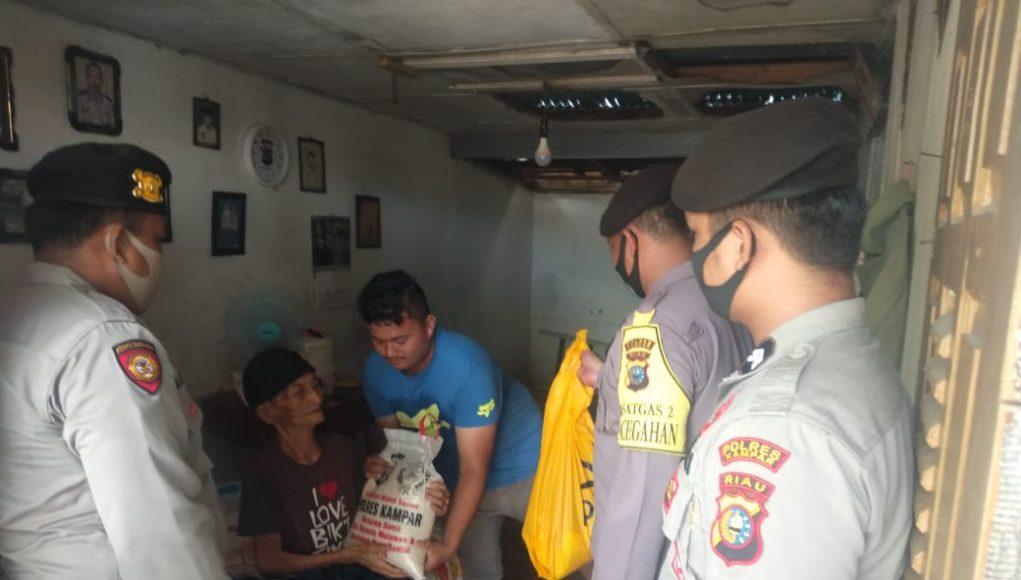 Polres Kampar Terus Distribusikan Bantuan Untuk Warga Kurang Mampu Terdampak Covid-19