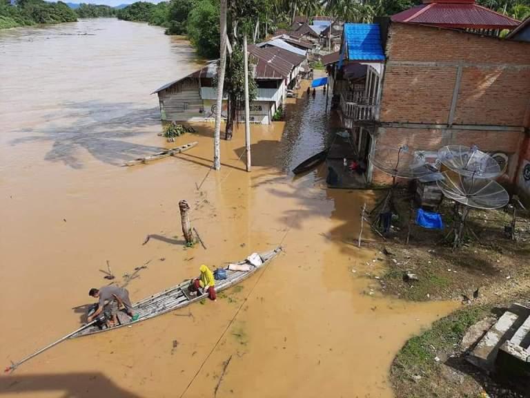 Sungai Meluap Rendam Sejumlah Desa di Kampar Riau